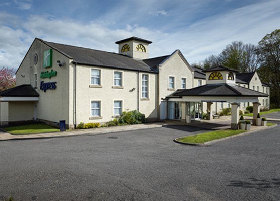 Holiday Inn Express Glenrothes Exterior